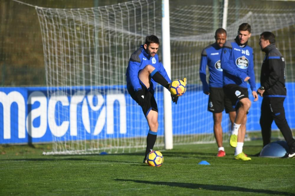 Florin Andone se reincorpora al trabajo junto al resto de sus compañeros después de perderse el partido contra el Barcelona.
