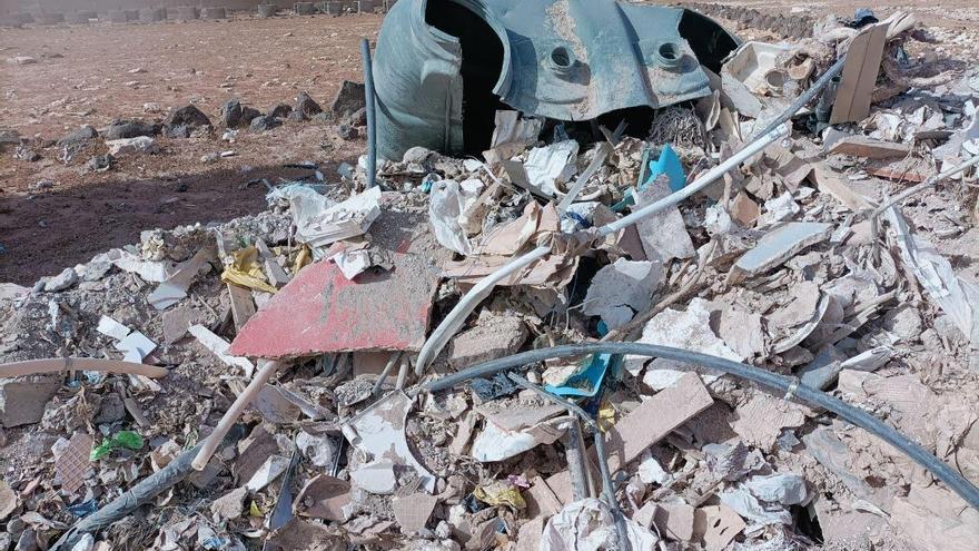 Identificada la empresa que realizó tres vertidos ilegales de escombros junto a los arenales de Tufia