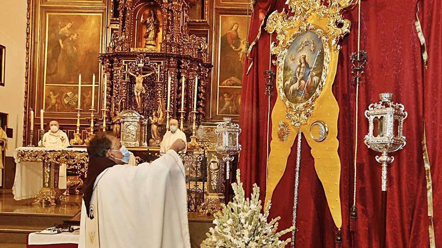 La Divina Pastora bendice su nuevo simpecado