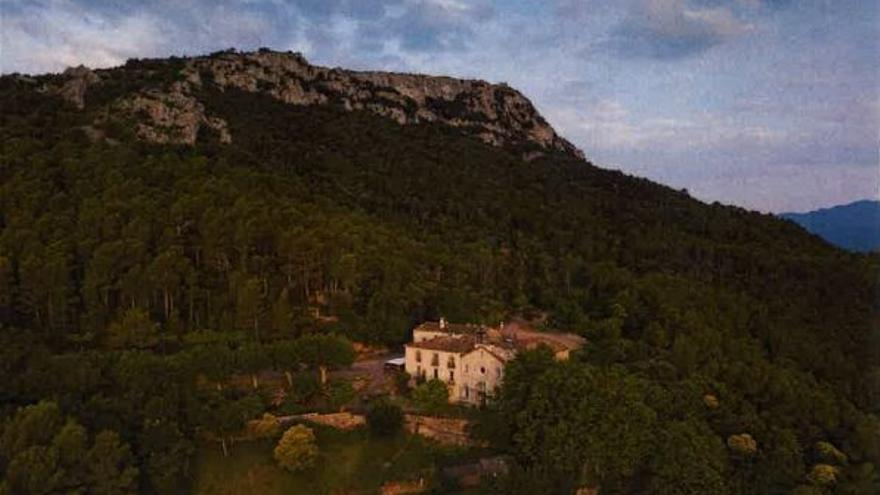 El poble de Terrades puja a Santa Magdalena per la festa
