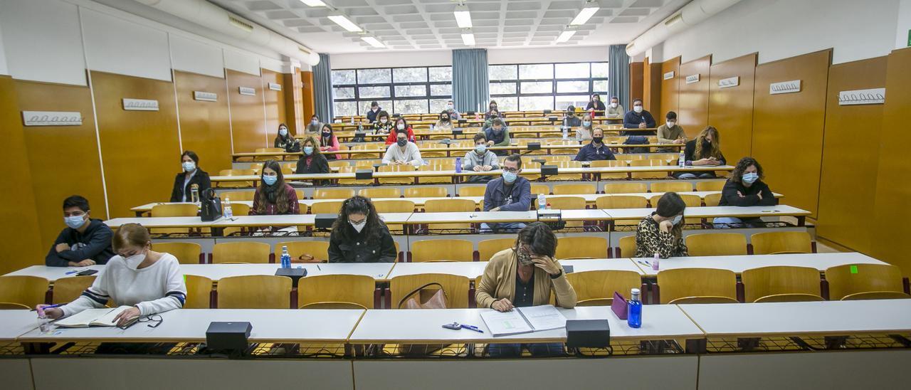 Exámenes del C1 de Valenciano el año pasado en el Aulario de la UA