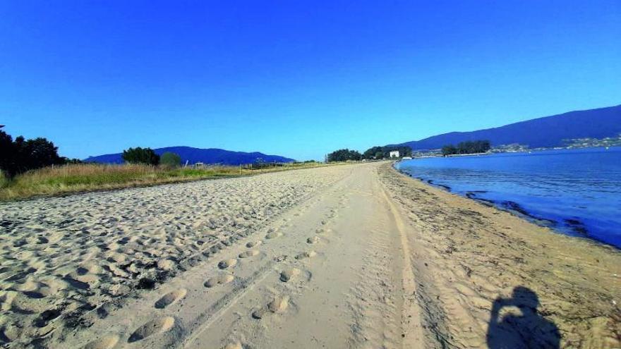 La Xunta requiere a Redondela que pare la limpieza mecánica de la playa de Cesantes