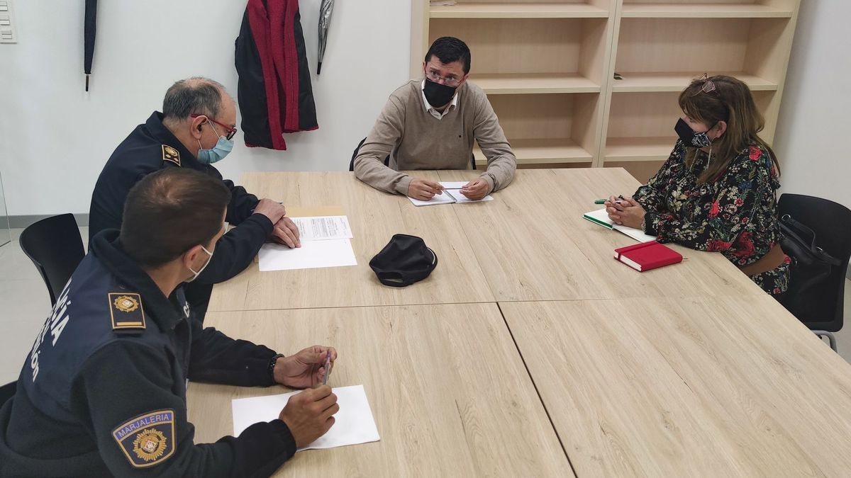 Reunión entre Donate y Ribera con los responsables de la Policía Local.