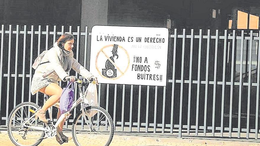 Ayuntamiento y Conselleria se reunirán con los 'acosados' por el fondo buitre en Castelló