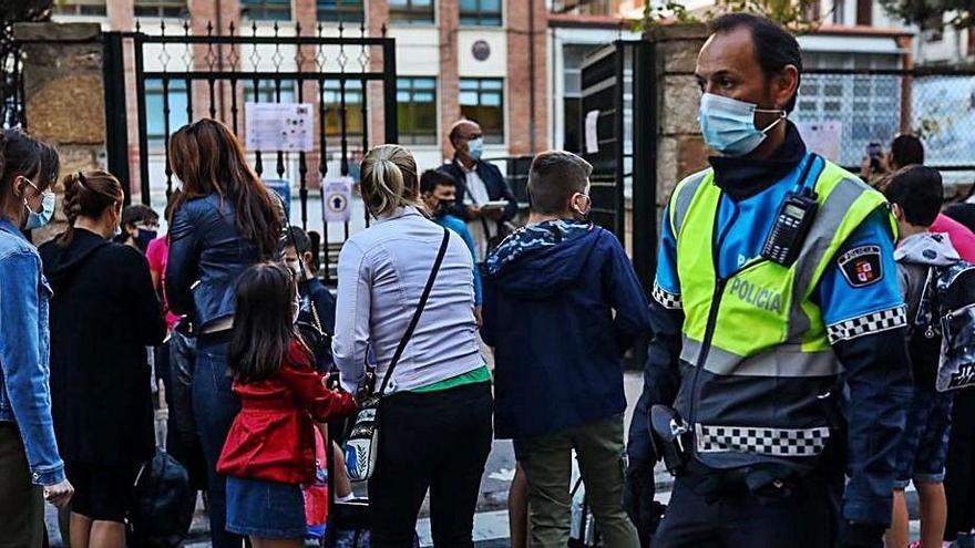 Padres del Arias Gonzalo de Zamora piden mayor seguridad a la puerta del colegio