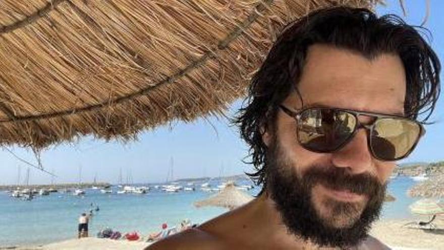 """Der Schauspieler Álvaro Morte (""""Professor"""" in der Netflix-Serie """"Haus des Geldes"""") entspannt auf Mallorca."""