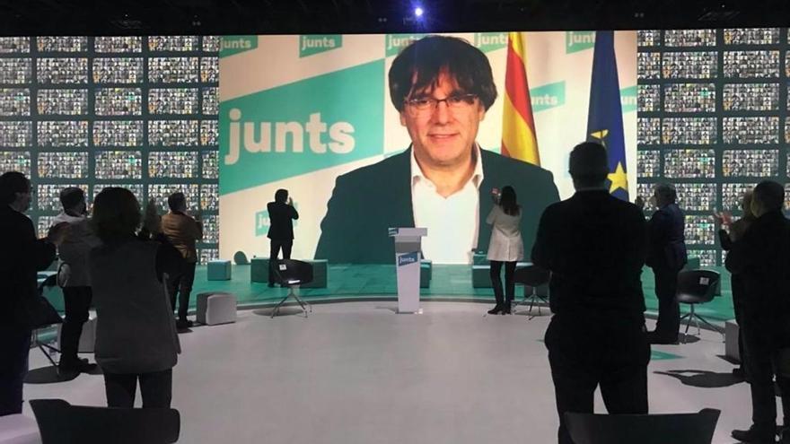 """Puigdemont reivindica la feina feta """"des de l'exili"""" i demana unitat i confiança"""