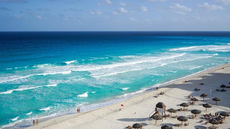 Una agencia de viajes tendrá que indemnizar a una familia por haber algas en la playa