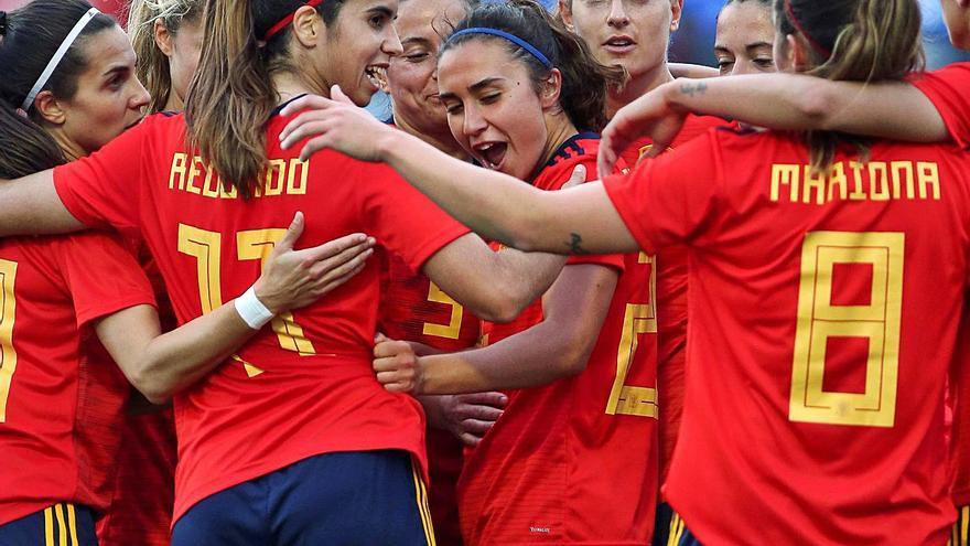 España supera a México en una buena segunda parte