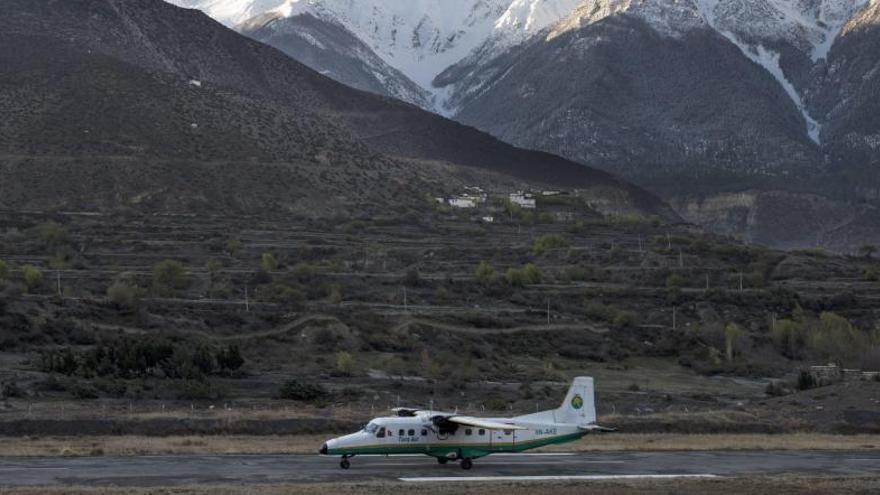Encuentran los restos del avión desaparecido en Nepal