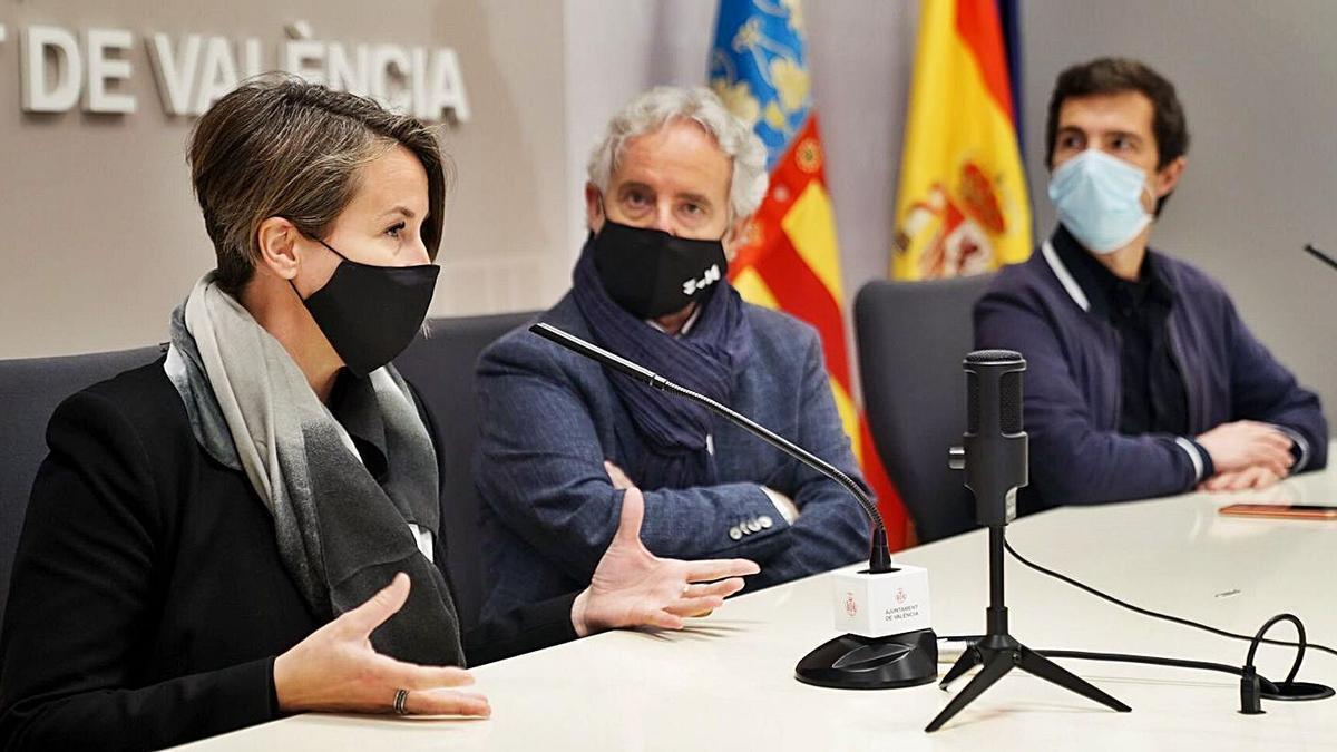 Corina Heillman,  Emiliano García y Vicent Molins en la presentación del «Mapa del Disseny». | WDCV