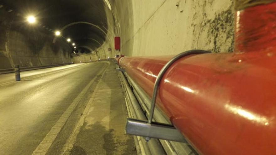 Inselrat tauscht Stahlbügel im Sóller-Tunnel aus