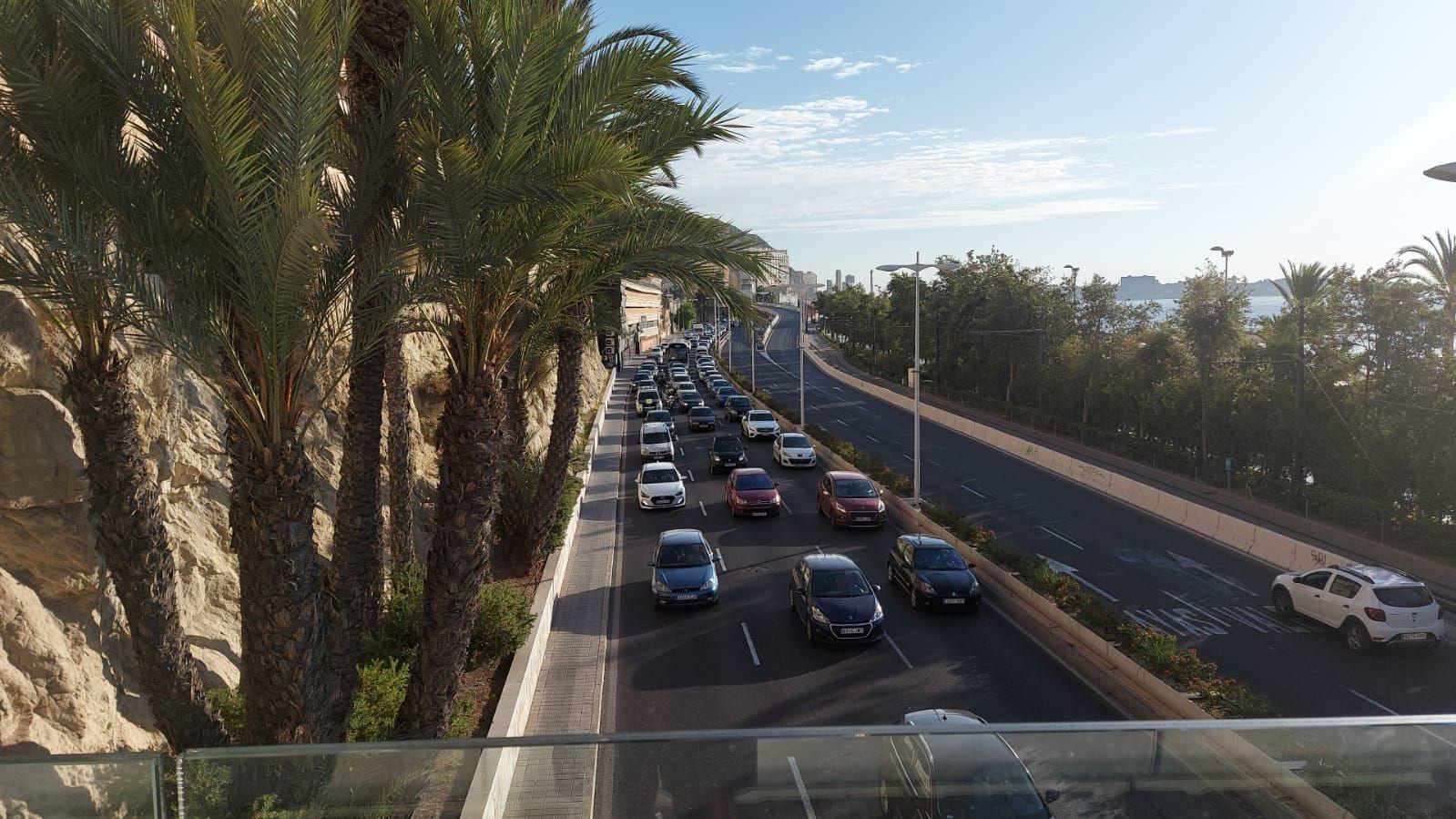 Un accidente en Conde de Vallellano provoca retenciones