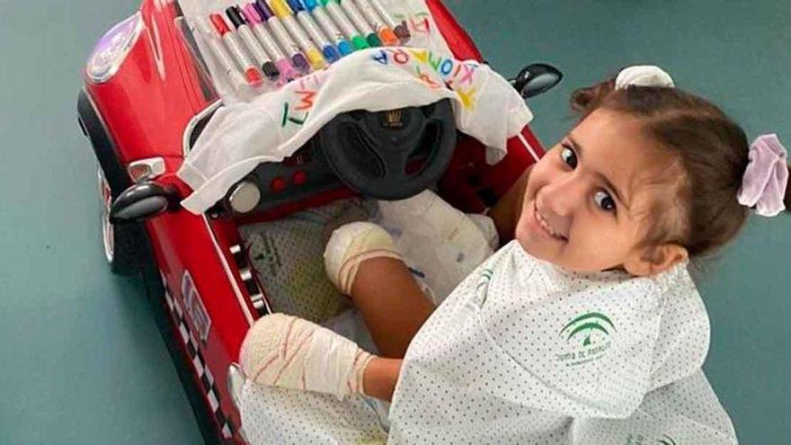 Una niña de Málaga de cuatro años necesita ayuda para no perder todas sus extremidades