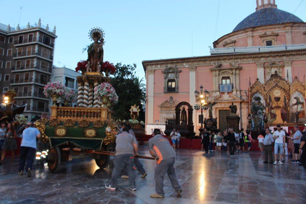 Traslado de las Rocas a la Plaza de la Virgen