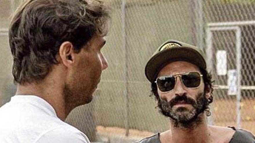 Nadal y Leiva: el rockero visita al tenista mallorquín durante un entrenamiento