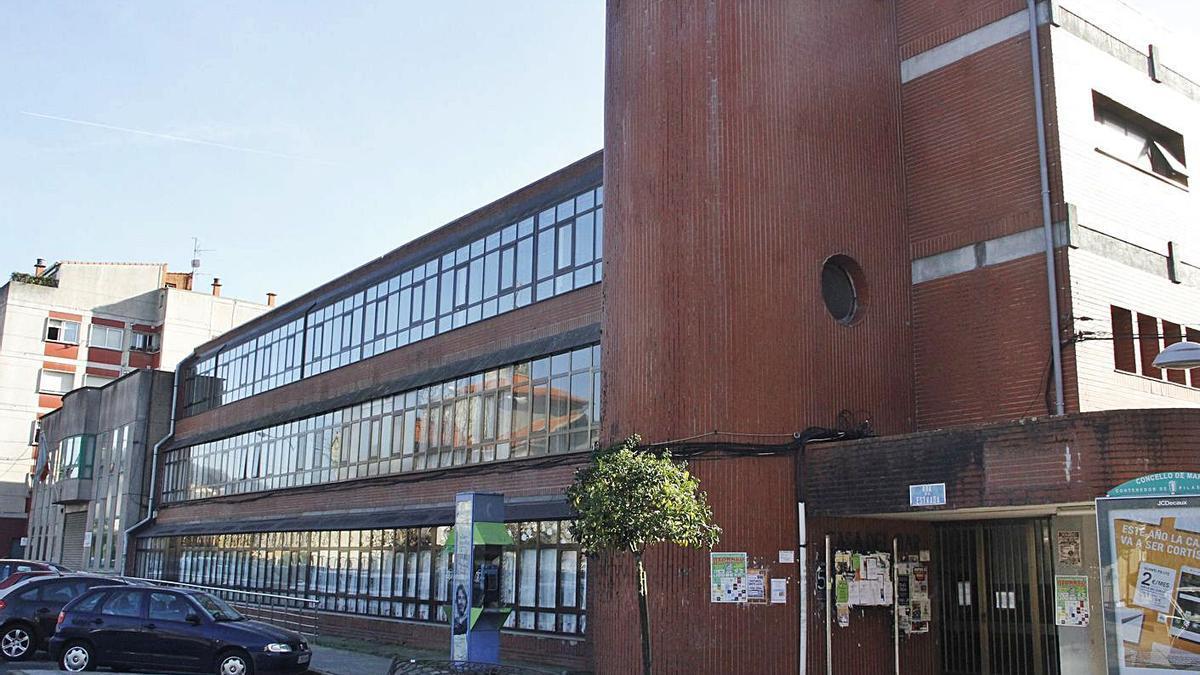 Edificio de la Casa del Mar de Marín cuyo primer piso será un centro de día.     // SANTOS ÁLVAREZ