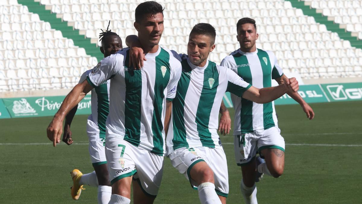Willy Ledesma y Jesús Álvaro celebran el primer gol del Córdoba CF.jpeg