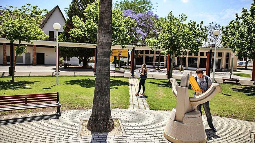 Orihuela refuerza el autobús al campus de Desamparados