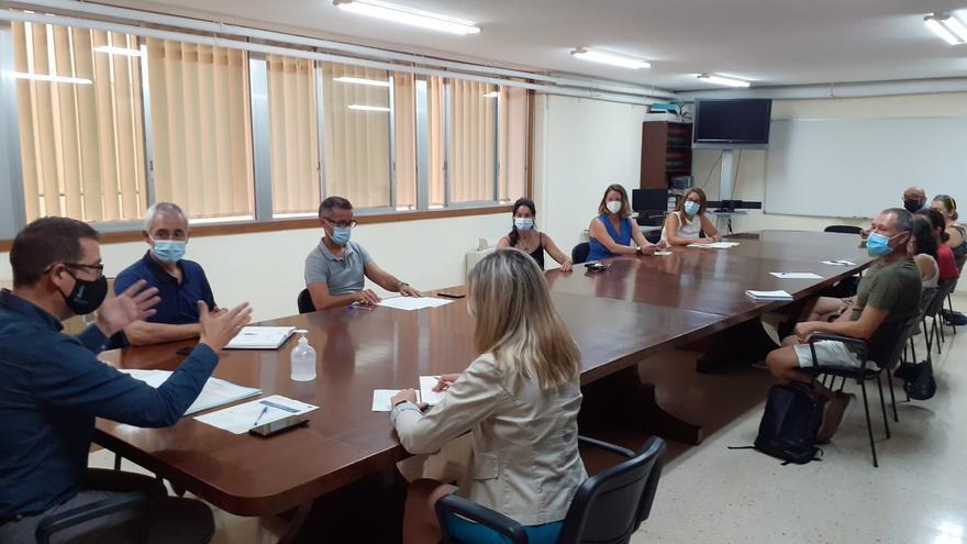 La guerra entre la Conselleria y el Ayuntamiento por los conserjes aplaza un año la retirada del amianto en tres colegios de Alicante