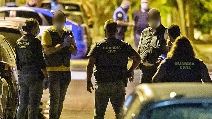 Larga noche en la calle Ayagaures del Cruce de Sardina, donde vivían David 'el adoptado' y el italiano Andrea