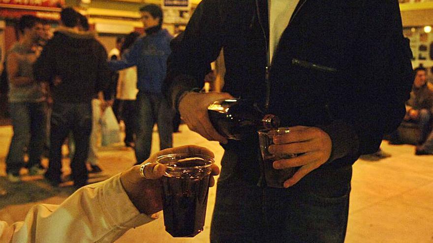 """Una ley gallega combatirá la """"permisividad"""" con el consumo de alcohol y drogas de menores"""