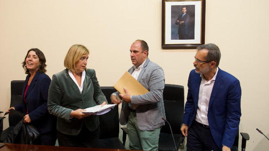 Mercedes Roldós defiende a Capitanía Marítima con el asunto de las gabarras