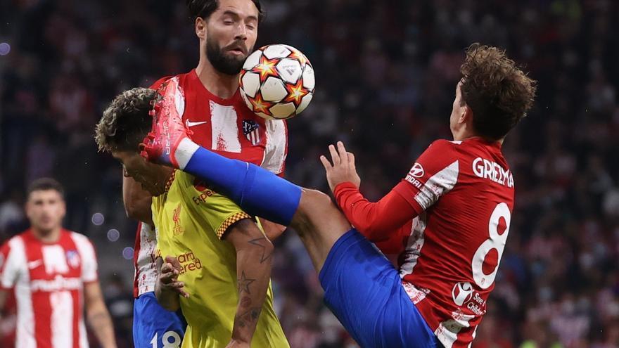 El Atlético cae en casa ante el Liverpool con polémica arbitral