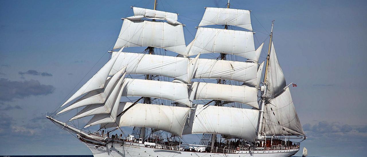 El velero 'Statsraad Lehmkuhl, en plena navegación.     LP/DLP