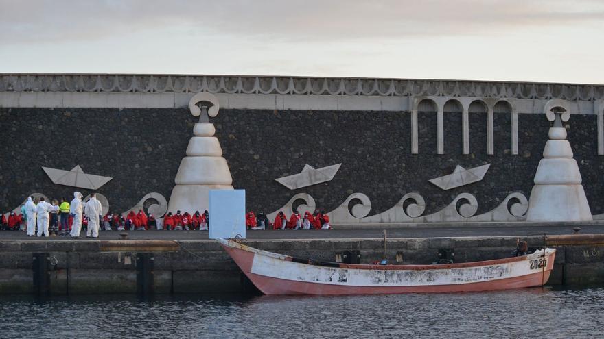 Un centenar de inmigrantes llegan a Canarias en dos pateras en las últimas horas
