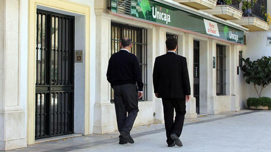 Economía anima a Unicaja, BMN, Ibercaja y Liberbank a unirse
