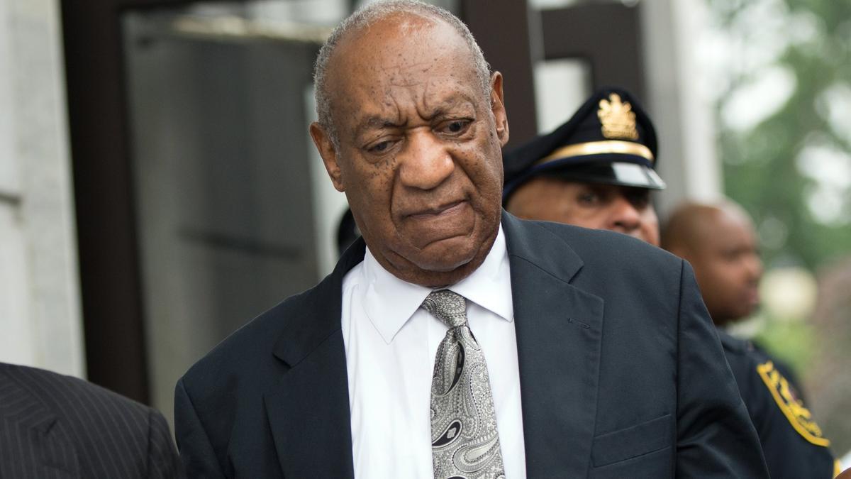 Un tribunal anula la condena por abusos sexuales contra el cómico Bill Cosby.