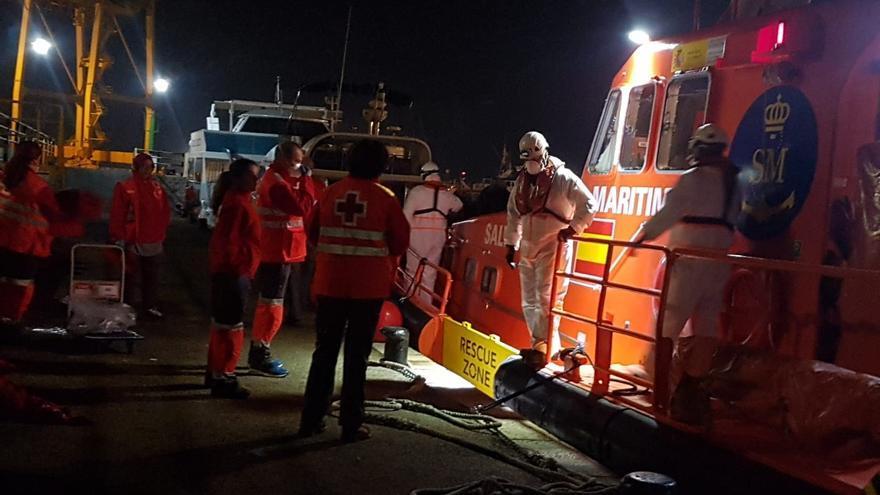Naufragio mortal de una patera en Murcia: Salvamento Marítimo y dos helicópteros buscan supervivientes