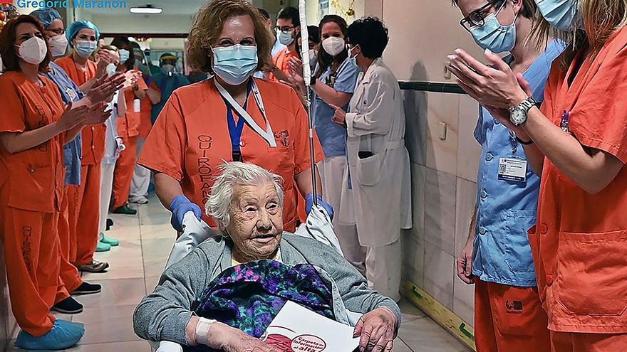 """El alta """"esperanzadora""""a una enferma de covid de 104 años"""