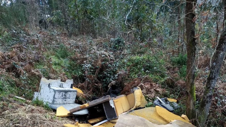 Los vertidos de escombros emborronan los montes de Vigo