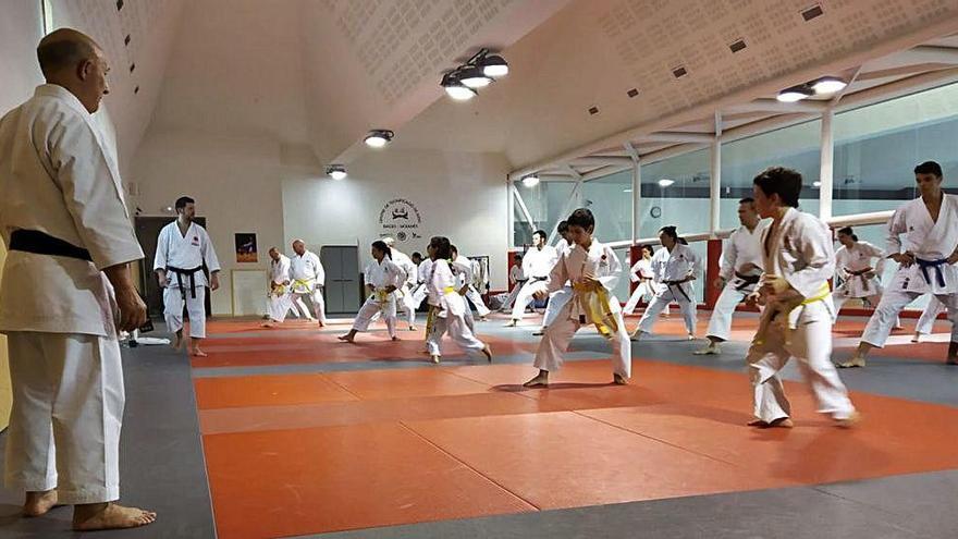 Esport7 va tancar el curs de karate amb un entrenament amb 30 alumnes