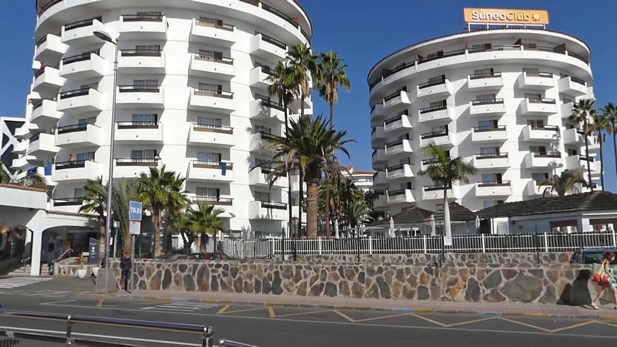 Exterior de varios hoteles en Canarias.