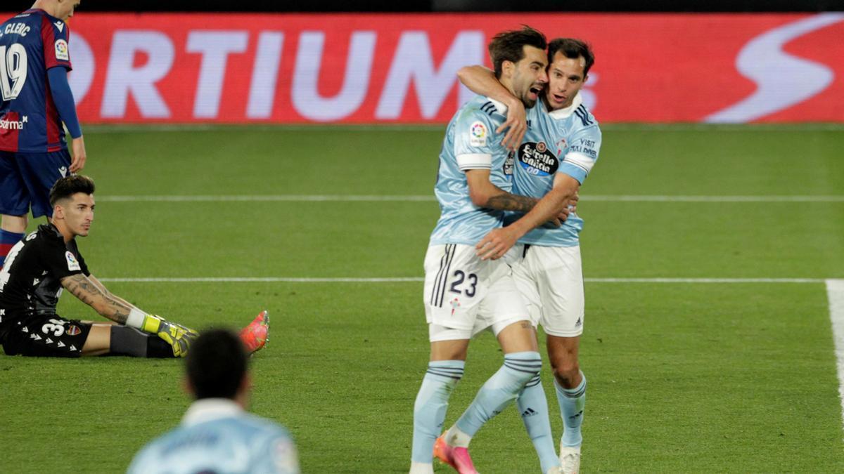 Los jugadores del Celta de Vigo celebran uno de los goles