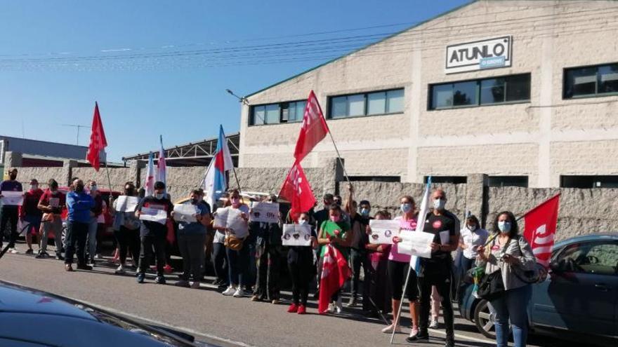 """La plantilla de Atunlo muestra su repulsa a la """"represión laboral"""" en la empresa"""
