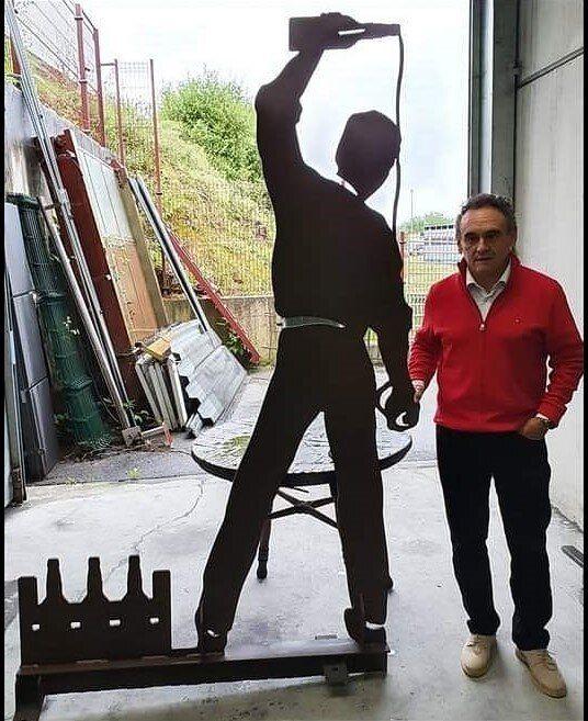 El Alcalde, con la figura del escanciador