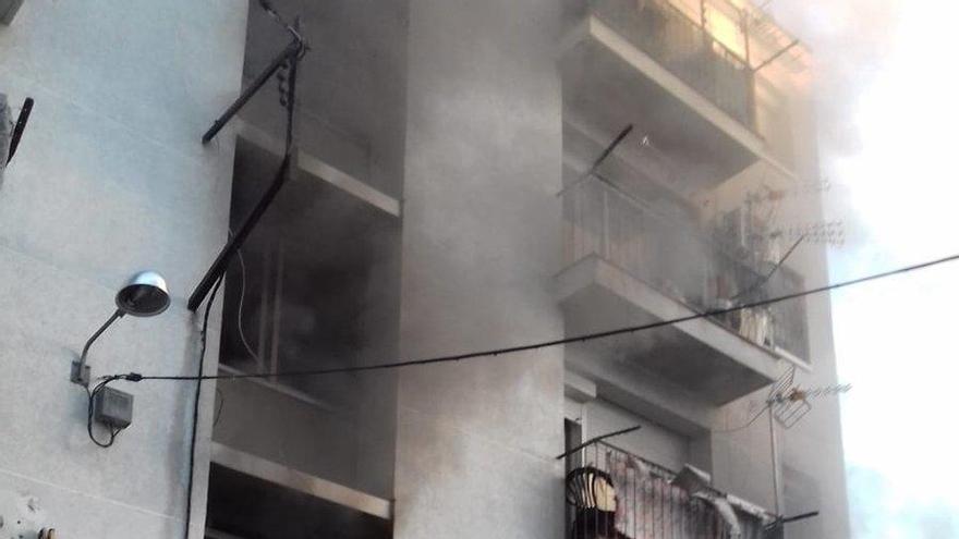 Tres ferits en l'incendi d'un bloc del barri de Sant Joan de Figueres