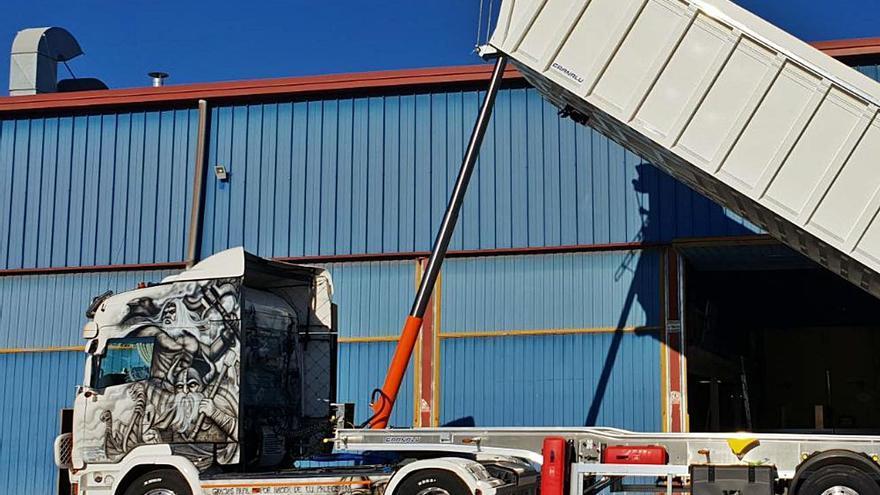 Decorar camiones, más que una afición para la familia Cabrera Mármol