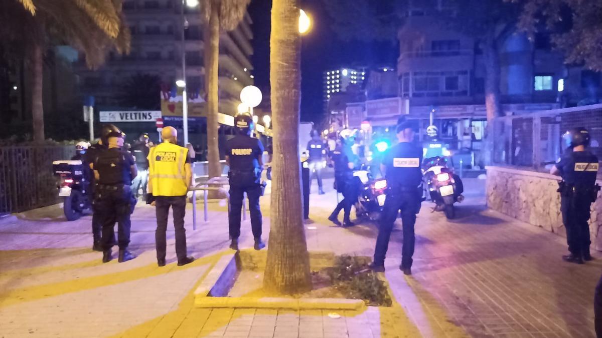 La Policía disuelve un botellón en plaza Gomila