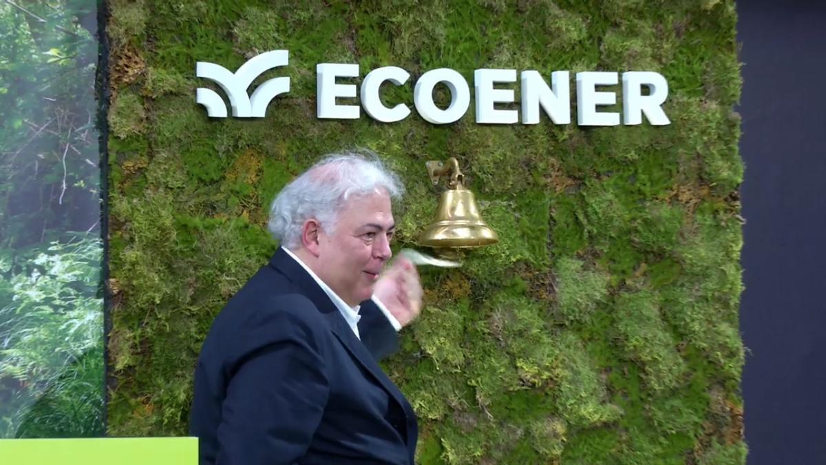 De Valvidia, presidente de Ecoener, durante el toque de campana. / FDV