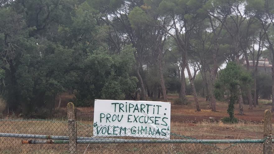 Gent Fent Poble diu que el govern de Sant Fruitós ha fet retirar unes pancartes en terreny privat