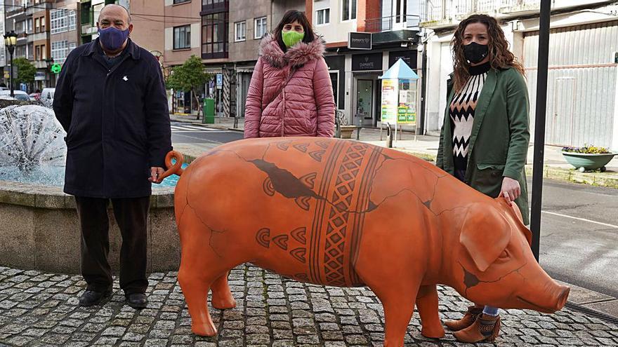 Nuevas creaciones para la colección de esculturas porcinas lalinense