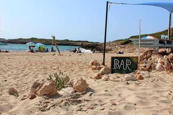...und eine Strandbar...