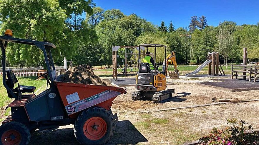 Rodeiro inicia la mejora de sus dos parques municipales
