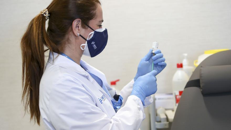 Enfermería pide no trasladar al personal de los centros de salud para la vacunación masiva