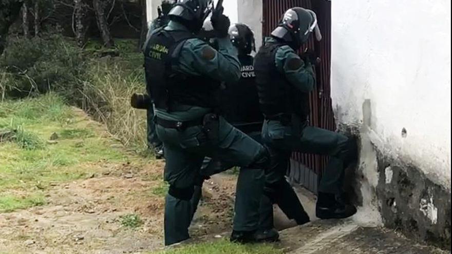 Tres detenidos y más de 100 kilos de marihuna incautados en una vivienda de Santa Cruz de Pinares (Ávila)